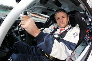 Al volante de un Peugeot de la Copa RCZ en Le Mans
