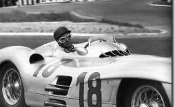 Fangio fue dos veces campeón con Mercedes y despues embajador de esa marca por muchos años.