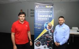 Javier Morcillo y Orlando Ríos durante la conferencia sobre entrenamiento mental de pilotos en el circuito del Jarama, Madrid.